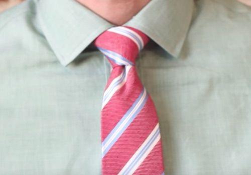 El nudo medio windsor como hacerlo nudos de corbata for Nudo de corbata windsor