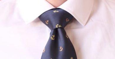 C mo hacer nudos de corbata tipos de nudos de corbata for Nudo de corbata windsor