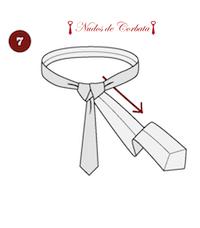 Cómo hacer el nudo de corbata windsor paso 7