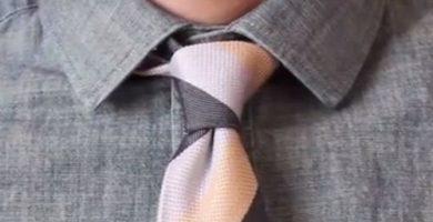 El nudo de corbata simple u oriental